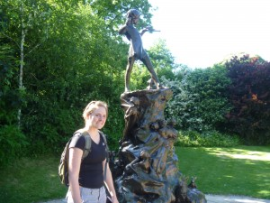 Chirsty with the Peter Pan statue in Kensington Gardens