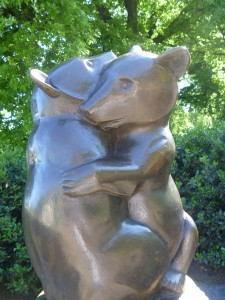 Hugging bear water fountain in Kensington Gardens